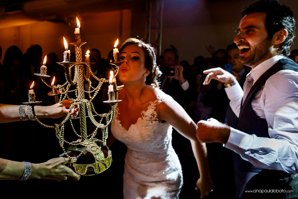 Wedding couple celebrate their arabic wedding in Brasil with lghts