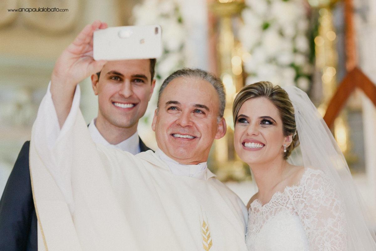 lustiger Selfie-Priester