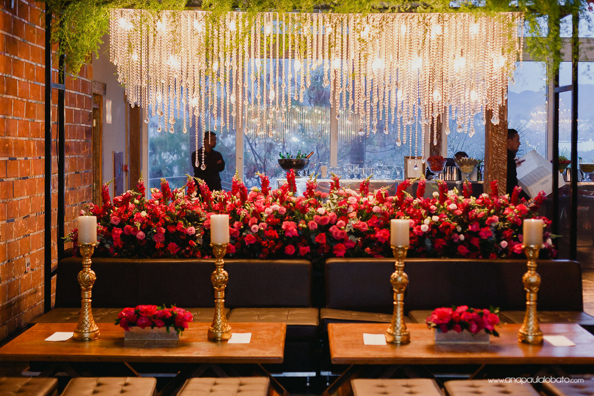 Hochzeitsdekoration mit vielen Lichtern