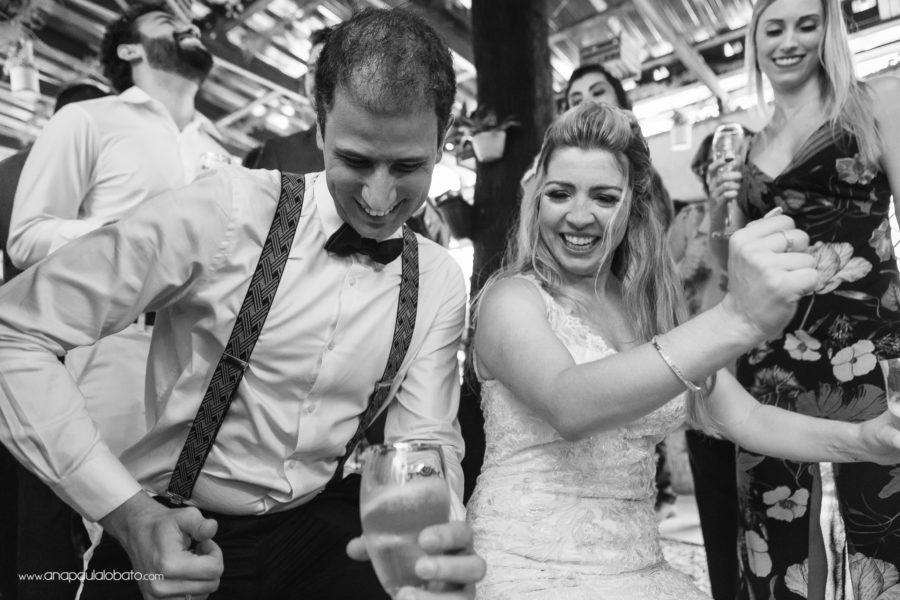 Verheiratetes Paar haben Spaß in der Tanzfläche